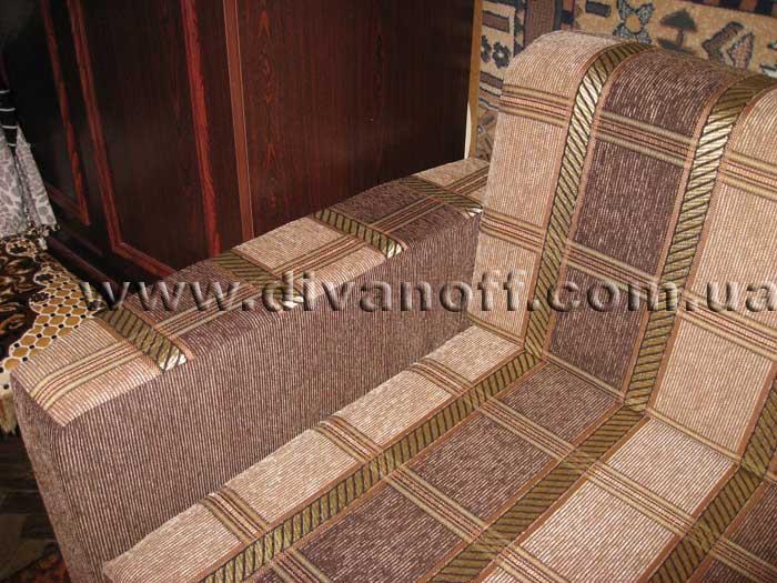 диван в недорогой ткани