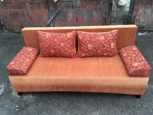 склад диванов, экономный диван без подлокотников