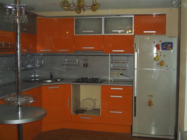 Фасадами оранжевого цвета